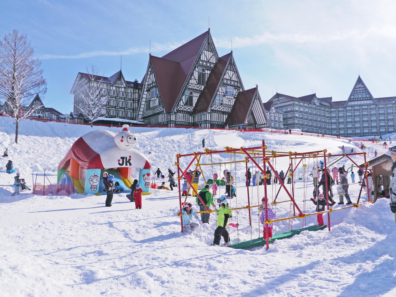 遊びながら雪と親しく! 親子で楽しい遊具がいっぱい♪