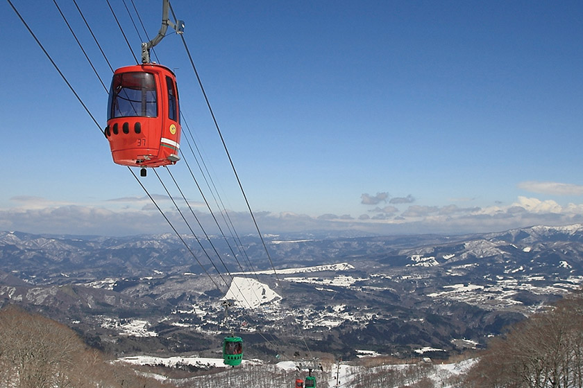 一気に1,550m の山頂へ! ロングコースを滑り倒そう