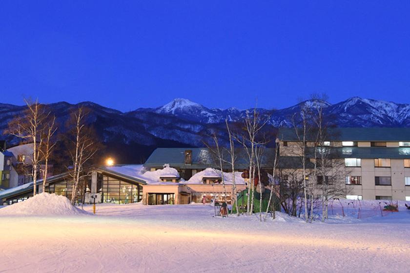 ゲレンデまで徒歩0分! 2つの直営ホテルで 快適お泊まりスキー♪