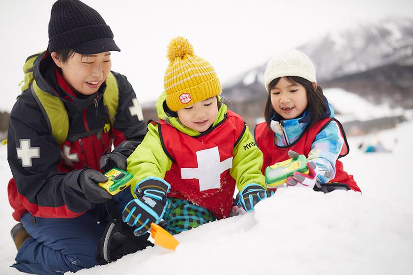 レスキュー隊になって雪山での救出を学ぶ!