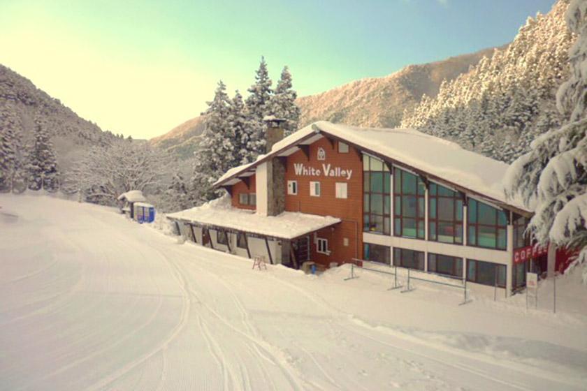谷川岳の隠れ家! レトロな雰囲気が魅力の ロッジホワイトバレー