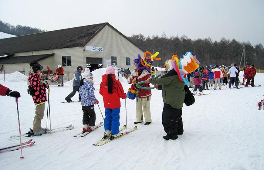 小学生以下リフト無料!第3日曜日は「スキー子供の日」