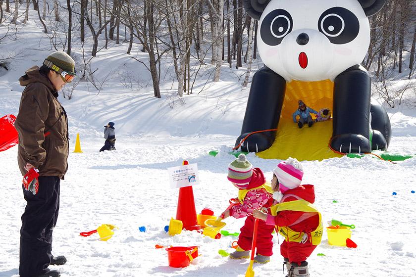 遊び道具いっぱい!チビちゃんたちに人気の雪遊び専用キッズランド