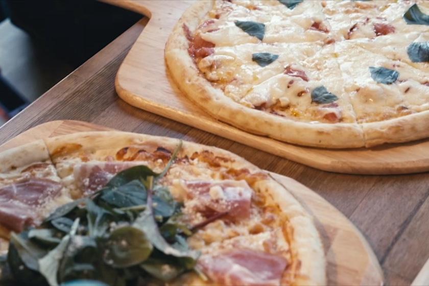おすすめは石窯ピザ! 充実のランチメニュー