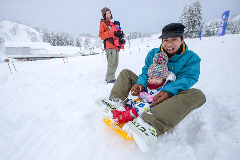 小さいお子様もスノーエスカレーターの設置で登りが楽々!雪あそびエリアもひろびろ!